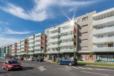 Navlastní pěst, bez pomoci realitní kanceláře se momentálně prodává například byt vtomto dva roky starém rezidenčním komplexu vPraze-Modřanech.