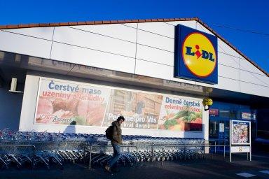 Na český trh vstoupil Lidl v roce 2003, aktuálně zde provozuje 255 prodejen a e-shop. Firma zaměstnává přes 11 tisíc lidí.