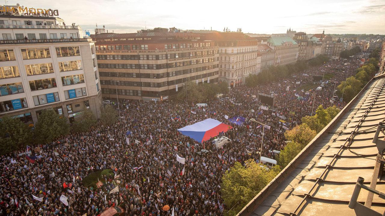 Demonstrace za odstoupení Babiše a Benešové Václavské náměstí 21. května 2019