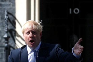Když vstoupil Boris Johnson dosídla britských premiérů naDowning Street 10, zopakoval rozhodnutí opustit EU už letos napodzim ibez dohody obrexitu. Trhy reagují propadem britské libry.