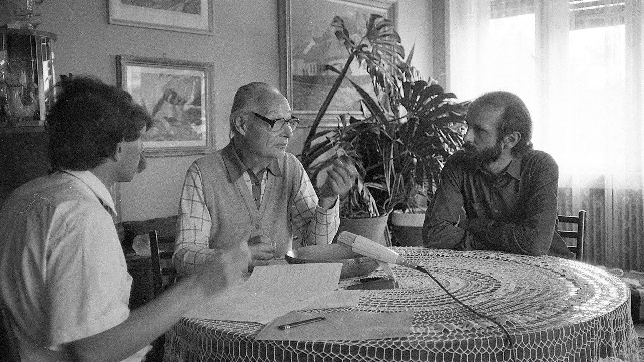 Tvůrce audiovizuálního samizdatu Originální videojournal Michal Hýbek natáčel krátké filmy, které vystihovaly vyčerpanost reálného socialismu. Vedle nich festival uvede také neznámý rozhovor svůdcem reformních komunistů Al...