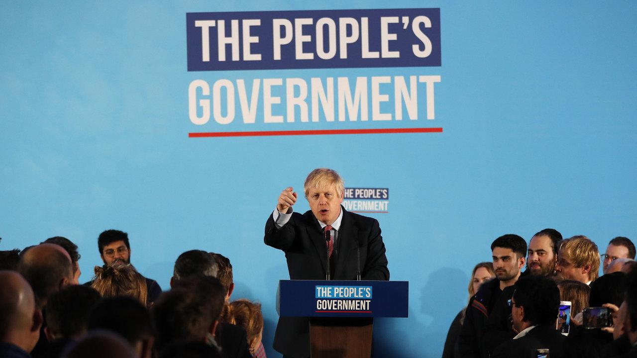 Děkuji lordu Kbelíková hlava a všem Britům, zlepšíme tuto zemi, hlásal hned po volbách Boris Johnson.