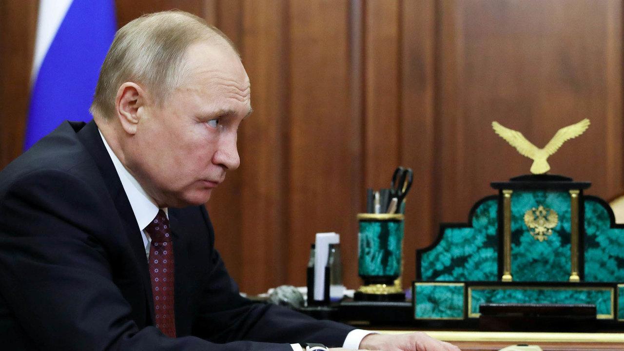 Ruský prezident Vladimir Putin nařídil, že celý příští týden bude vRusku nepracovní– všichni mají zůstat doma, aby se nenakazili.