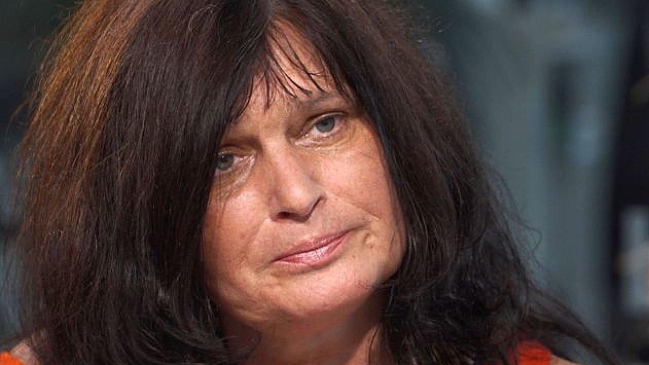 Ženy s rakovinou marně čekají na úhradu léku: Byl to trest a nevím za co, říká Zíková.
