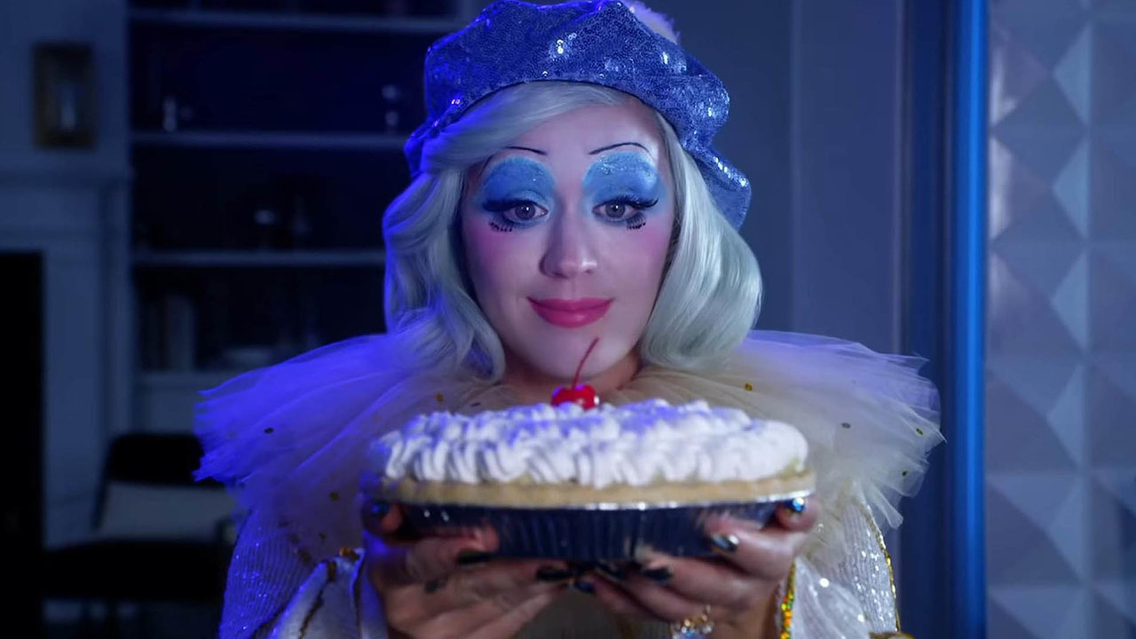 Smutný klaun musí i přes bolest v duši bavit lidi. Pěvecký výkon Katy Perry je na novém albu stejně přesvědčivý jako na předchozích deskách. Repertoár ale působí nečekaně prázdně.