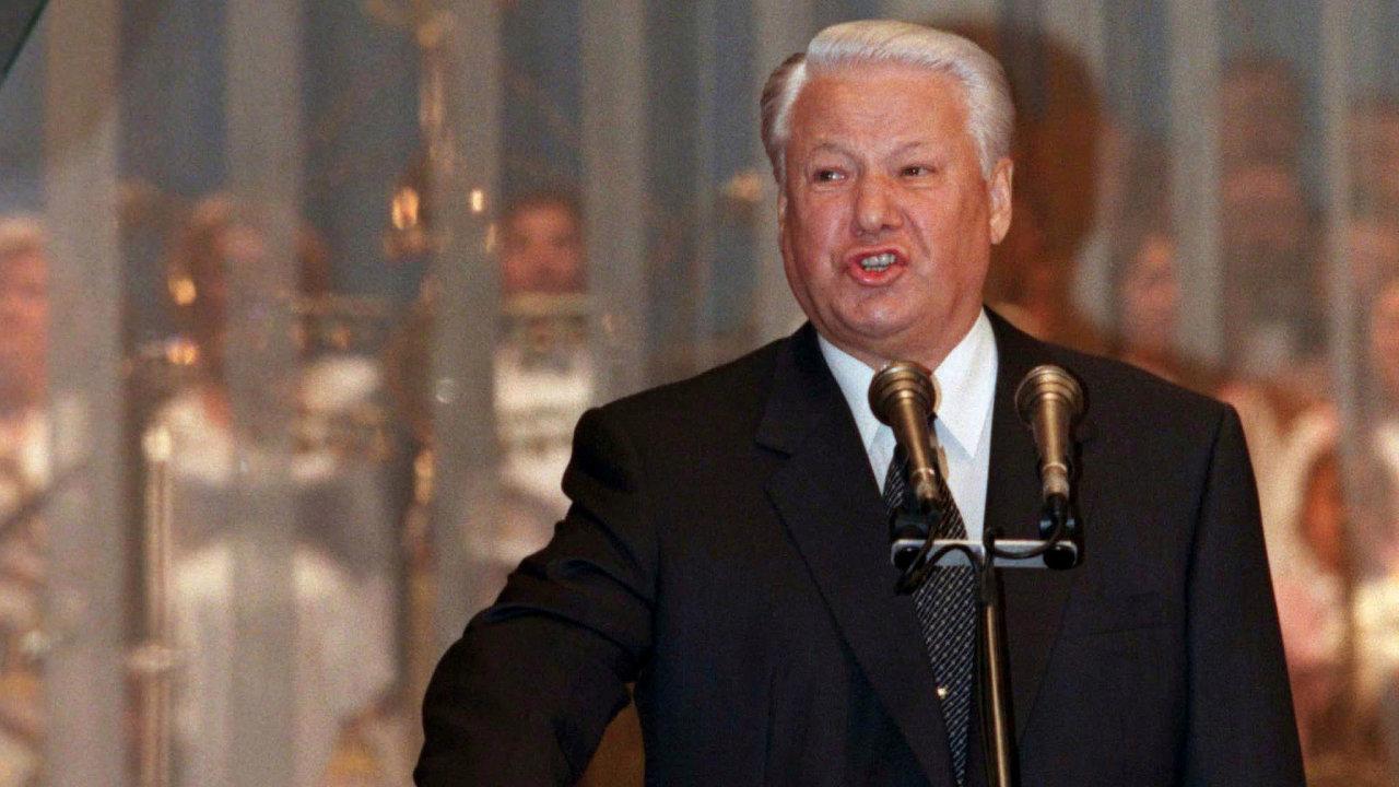 Předzvěst konce. Druhý prezidentský slib skládal Boris Jelcin v pošramoceném zdravotním stavu. Volební vítězství bylo dílem agresivní kampaně. Zároveň vytvořilo předpolí pro nástup Vladimira Putina.