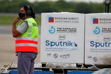 Rusové ukážou data o vakcíně Sputnik, udělali první krok k jejímu schválení v EU. Její země ji ale nejspíš nebudou potřebovat