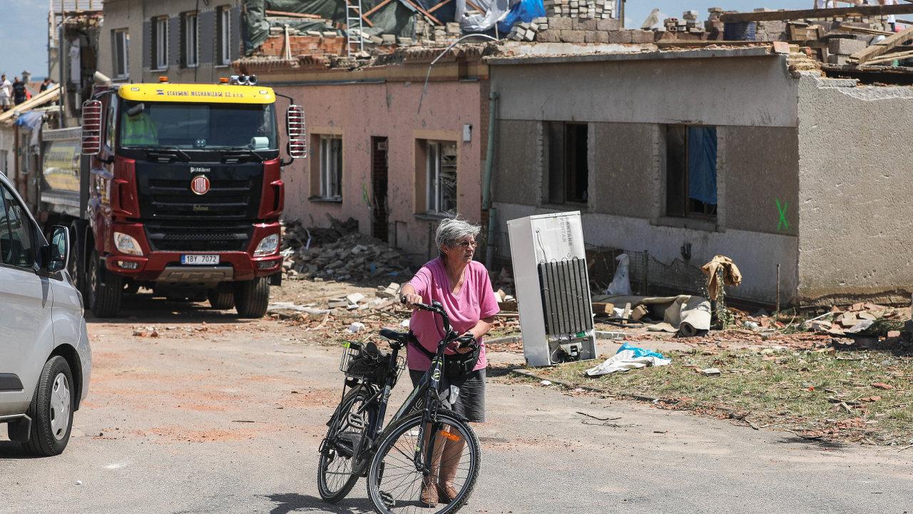 Tornádo zničilo několik vesnic na jižní Moravě. Škody jsou do miliard korun.