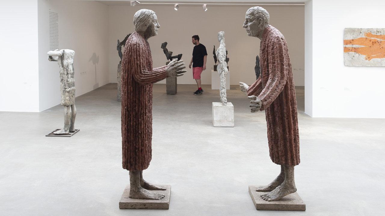 Každá litomyšlská výstava je profesionálně připravenou událostí, nynější přehlídku Evy Kmentové aOlbrama Zoubka nevyjímaje.