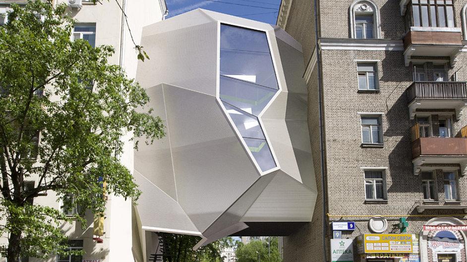 Architekti ze Za Bor architects plánují zavěsit svůj ateliér mezi dvojici činžovních domů