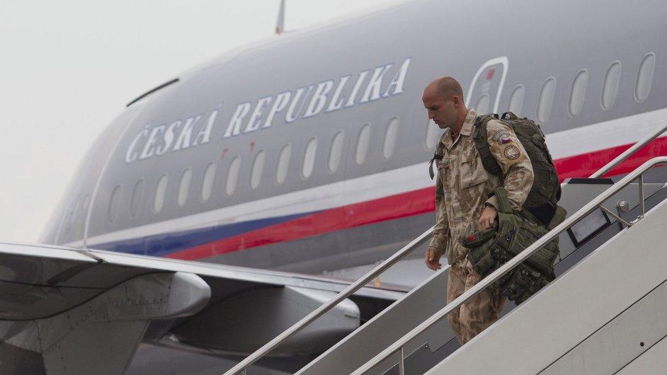 Přílet armádního speciálu s příslušníky vojenské mise začátkem května