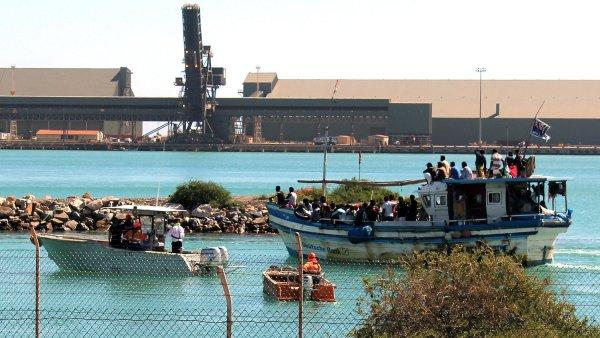 Uprchlíci ze Srí Lanky v přístavu Geraldton