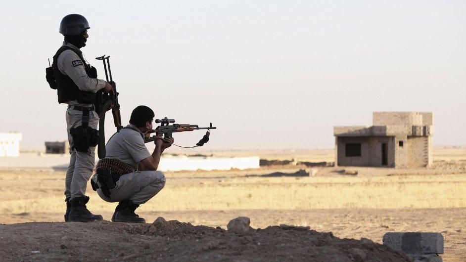 Vojáci kurdských jednotek zvaných pešmerga