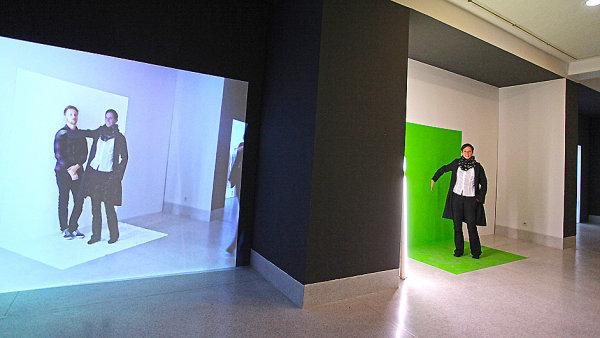 Na v�stav� finalist� Chalupeck�ho ceny projektory vytv��ej� iluzi. Pod�vejte se