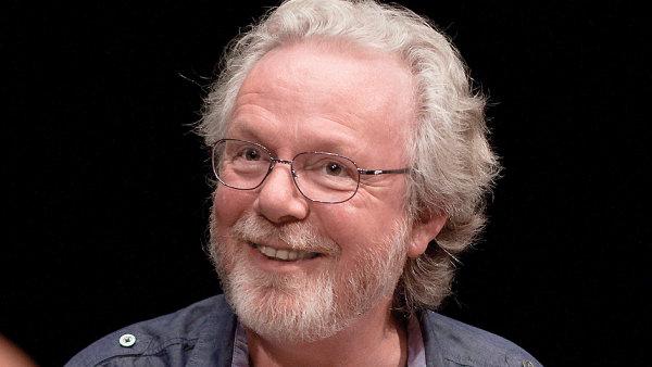 Mayovy knihy v Česku vydává nakladatelství Host.