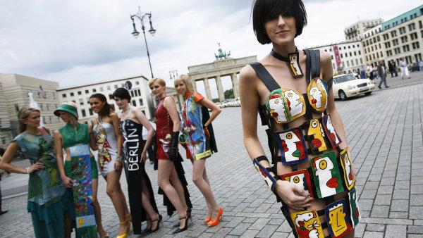 Berl�n: Pi�t�c� metro, currybu�t, pivo ��znut� malinovkou, box i Turci