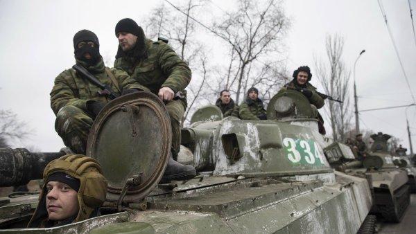 Rebelov� podle analytik� chystaj� �tok na Mariupol. P�esouvaj� tam tanky