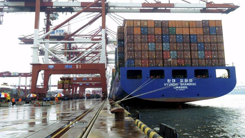 Čína / export / kontejnery / nákladní loď