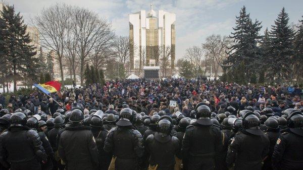 V Kišiněvě se už třetí den demonstruje.