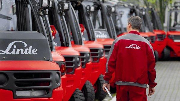 Vysokozdvižné vozíky Linde se budou kompletovat ve Stříbře.