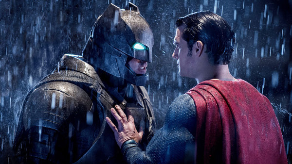 Film Batman v Superman: �svit spravedlnosti tuzemsk� kina prom�taj� ode dne�ka.