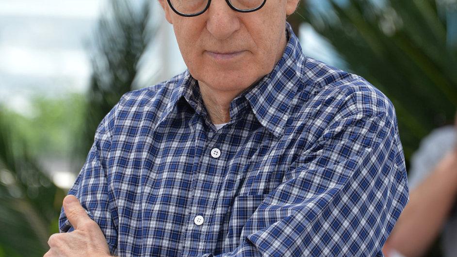 Woody Allen na starším snímku z festivalu v Cannes.