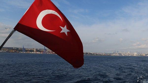 Patnáctý červenec byl v Turecku na počest vítězství nad pučisty vyhlášen státním svátkem.