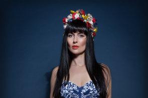 Česká návrhářka, která šije pro světové soutěže krásy: Nenásilně promítám historii do současné módy