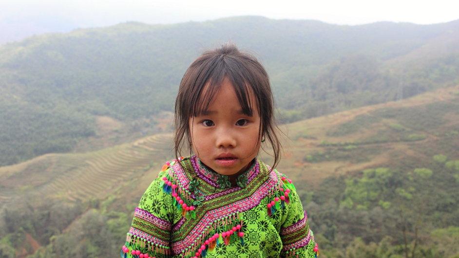 Lidé v Sapě jsou většinou chudí a žijí prostě, děti shání peníze prodejem svých výrobků.
