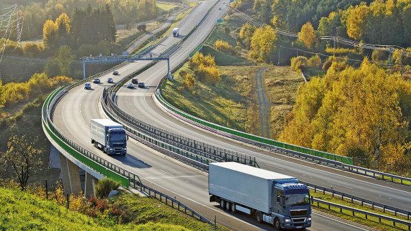 Za dálnice mají řidiči začít v Německu platit od roku 2019 - Ilustrační foto.
