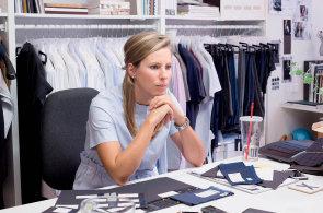 Návrhářka: Pánové mají v oblékání výhodu, s dámskou módou dnes skoro nejde udržet krok