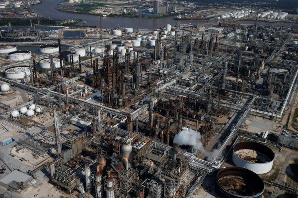 V zaplavené továrně u Houstonu vybuchly chemikálie. Bouře Harvey má zatím přes 30 obětí