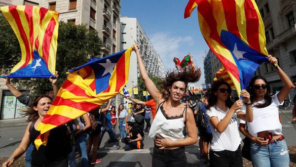 Katalánská vláda je po nedělním referendu rozhodnuta vyhlásit jednostranně nezávislost svého regionu na vládě v Madridu.