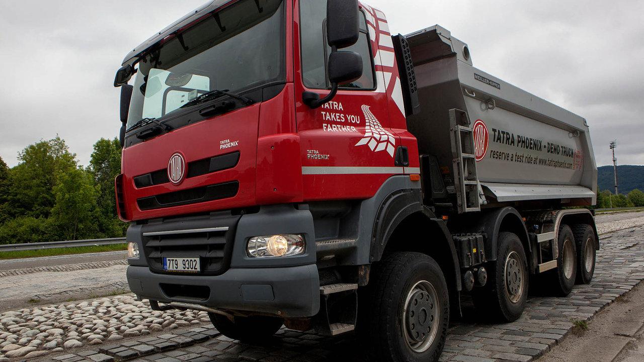 Především stavebníkům a těžařům nabízí nyní kopřivnická automobilka modelovou řadu Tatra Phoenix (na snímku)