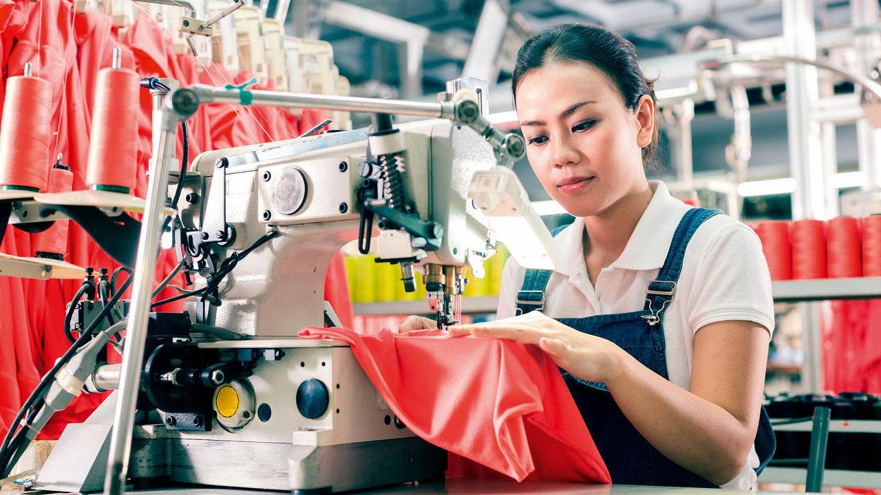 Čína se coby offshoringová země začíná zajídat i českým firmám. Kromě rostoucích mezd je odrazují i narůstající problémy s včasností dodávek.