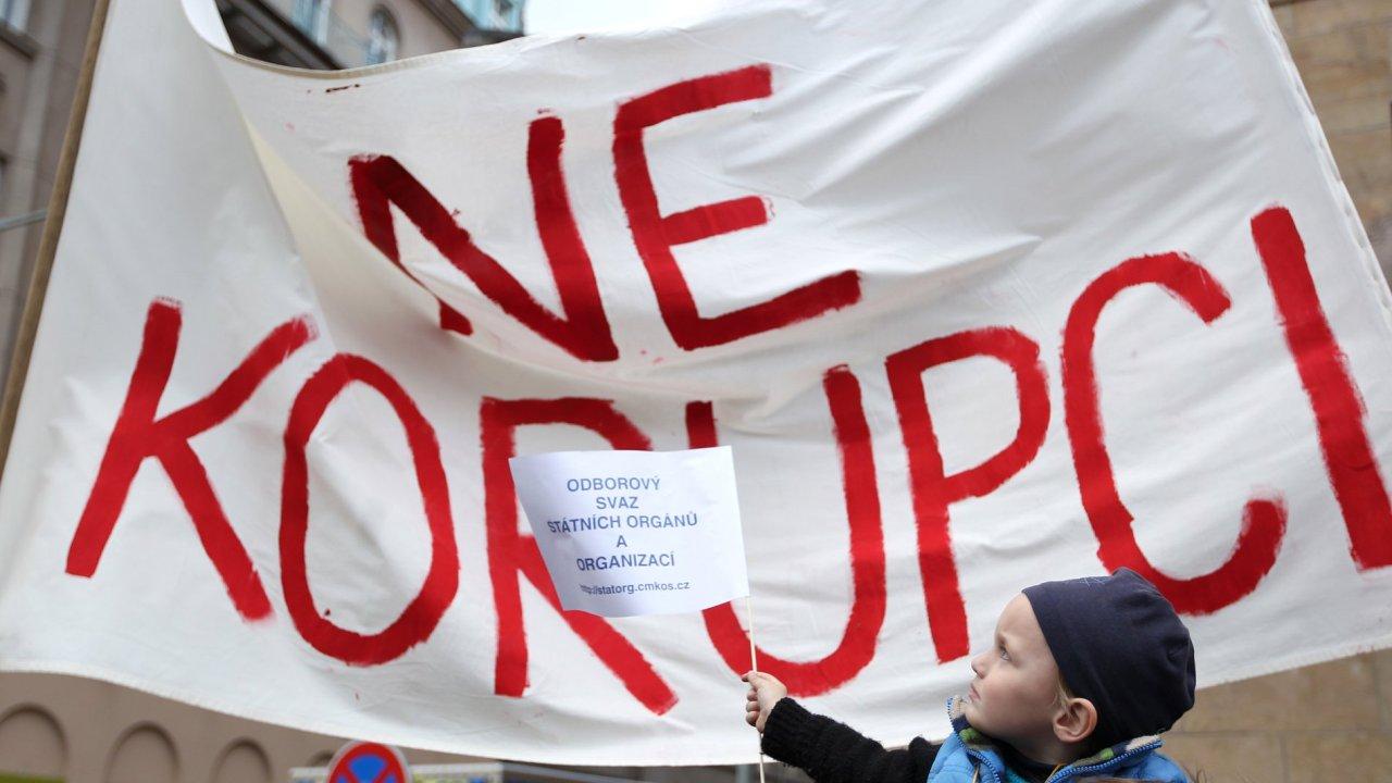 Ilustrační fotografie, korupce, 2012
