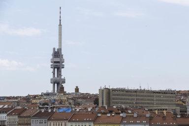 Radiokomunikace vlastní většinu vysílačů včeské krajině – odKleti vjižních Čechách poŽižkovskou věž vPraze aJeštěd vLiberci.