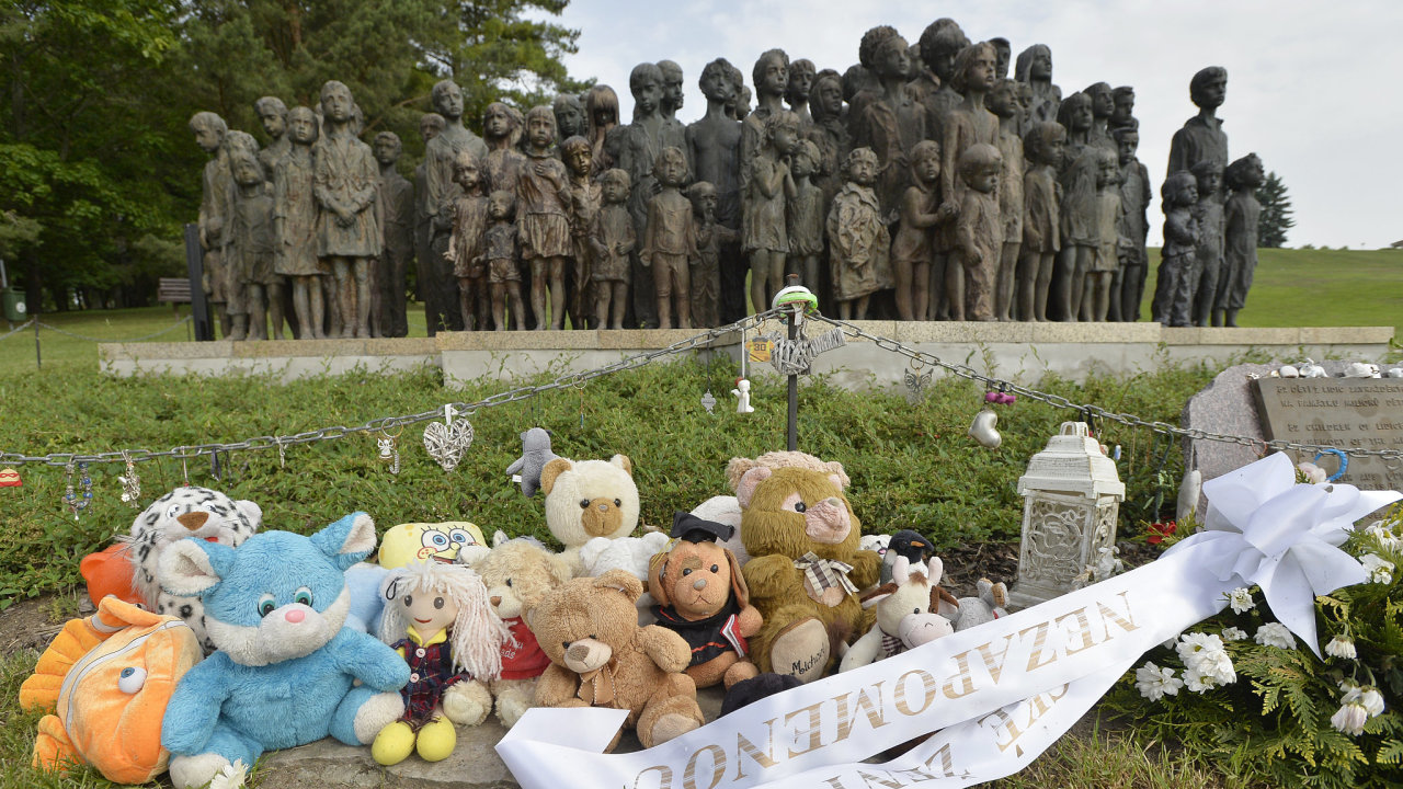 V Lidicích na Kladensku si lidé 15. června 2019 při pietním aktu připomněli 77 let od vyhlazení obce nacisty.