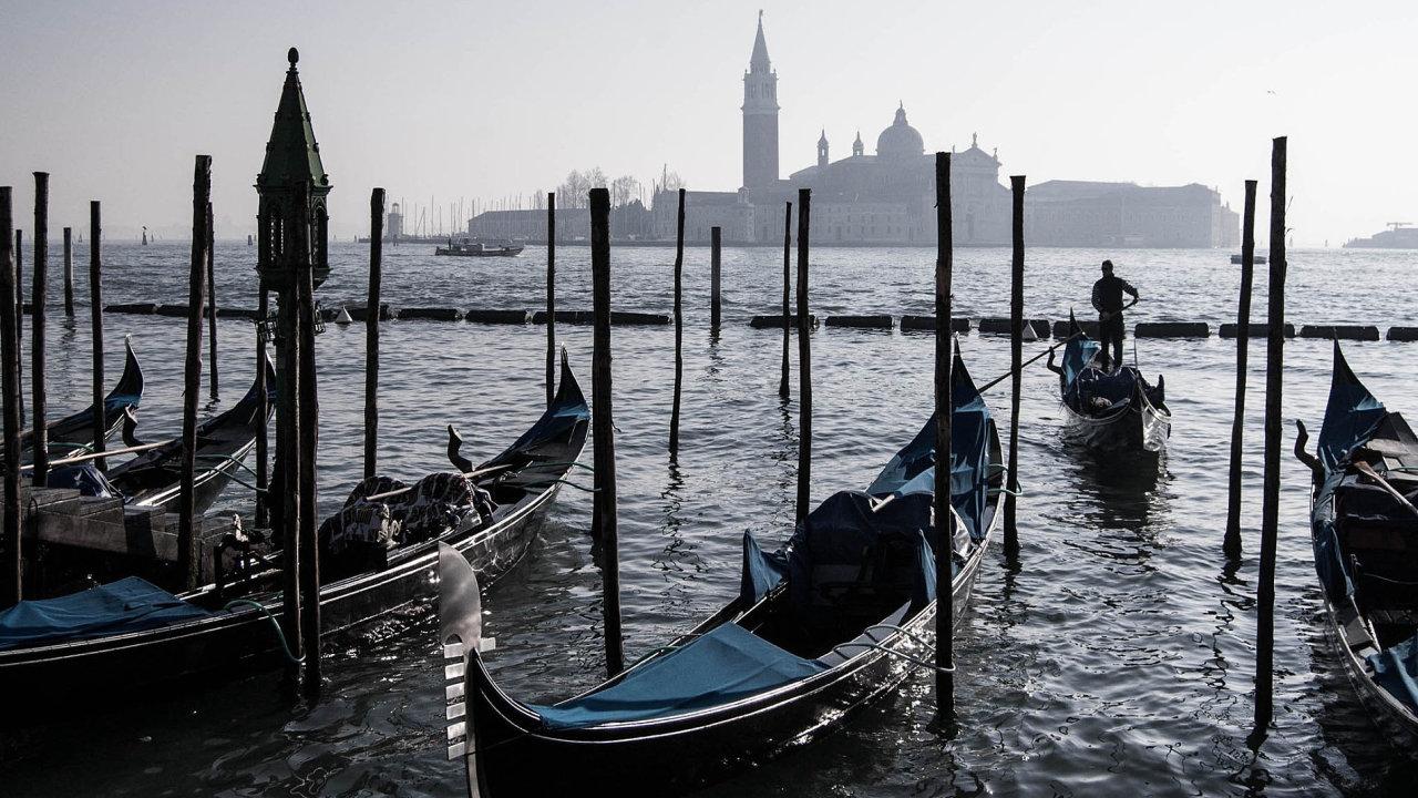 Dluhy ipovodně: Benátky tradičně sužují povodně. Ikvůli nim jsou náklady naprovoz města vyšší. Každý rok vrozpočtu chybí 60 milionů eur.