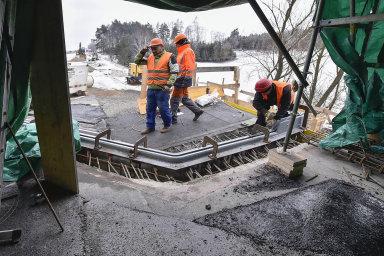 V Česku se loni postavilo méně kilometrů dálnic než v Maďarsku. Celkově se u nás dálnice staví málo, a navíc pomalu. Ilustrační foto.