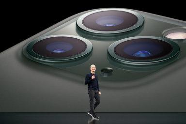 Tim Cook udržuje Apple na pozici nejziskovější firmy světa, iPhony jsou pro udržení této pozice zásadní.