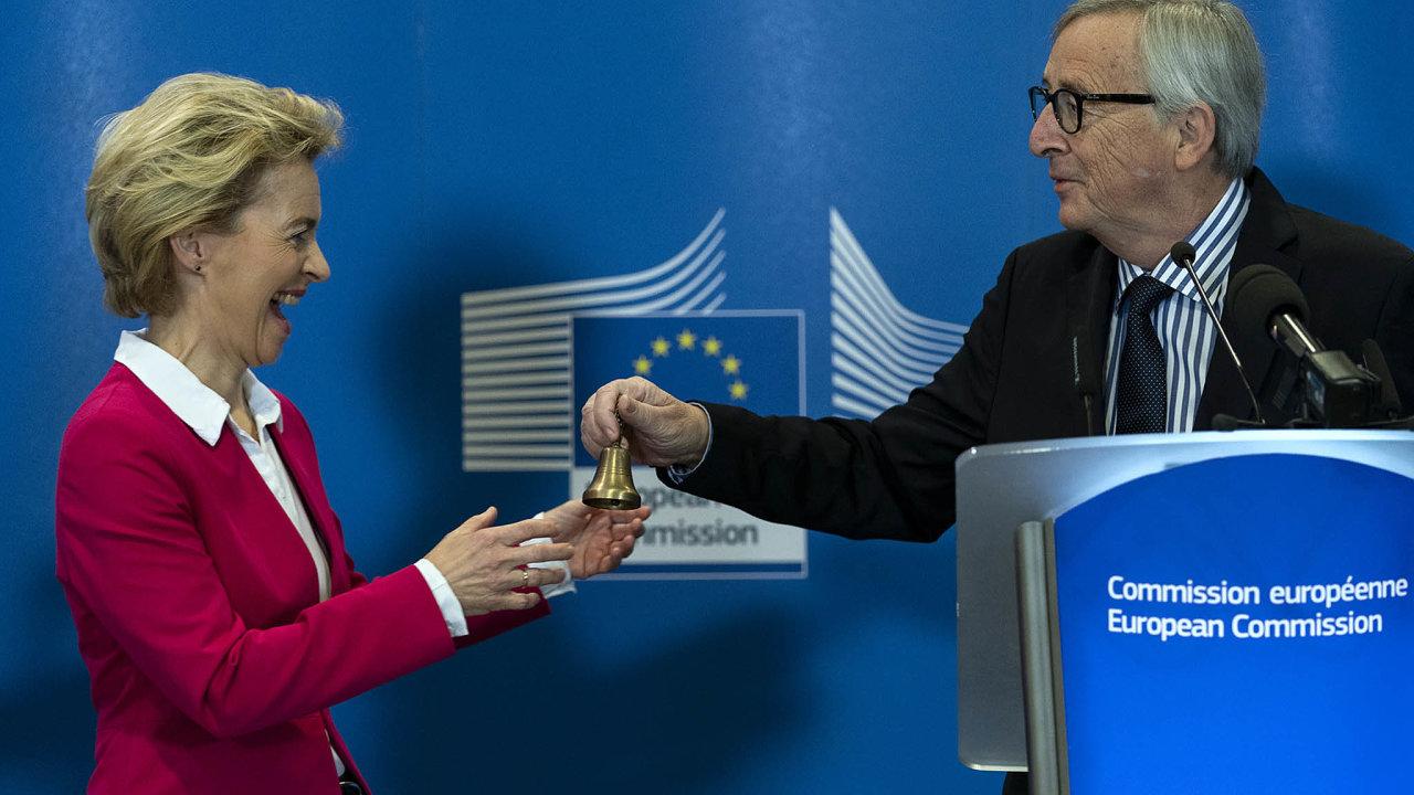Ursula von der Leyenová oficiálně převzala úřad předsedy Evropské komise od Jeana-Clauda Junckera.