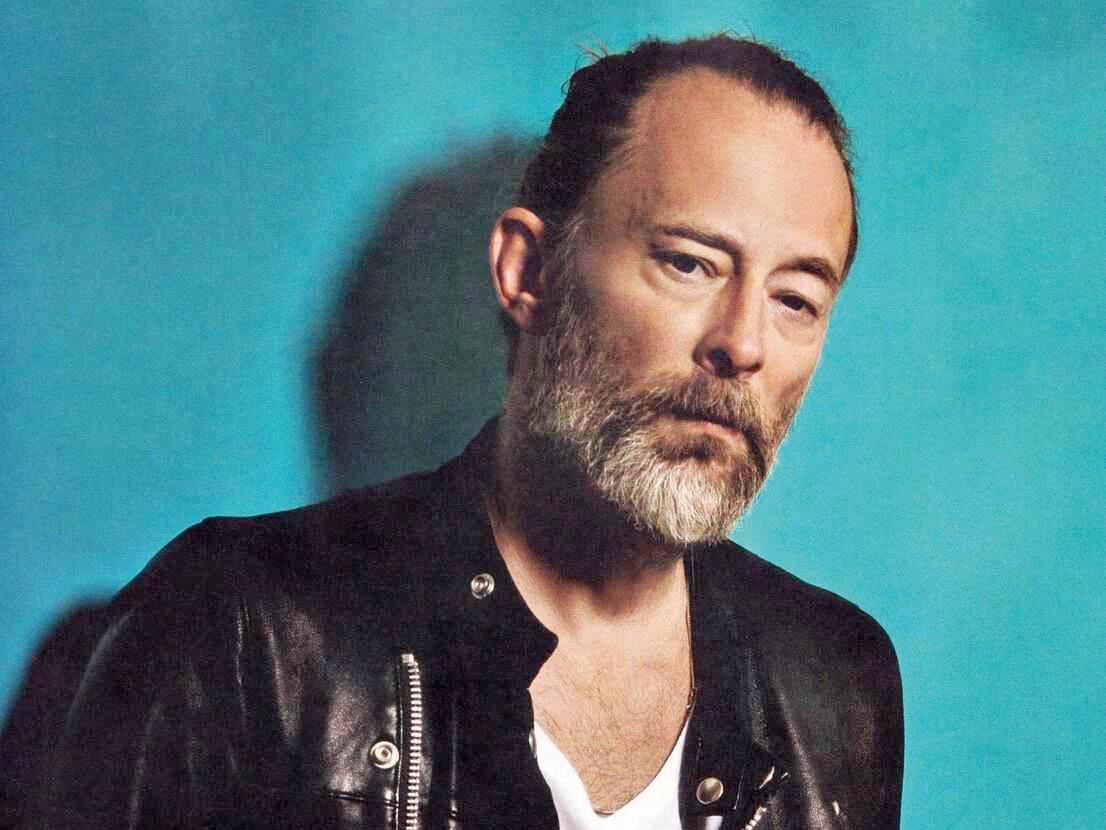 DoPrahy míří britský hudebník, umělec azpěvák proslulé kapely Radiohead Thom Yorke.