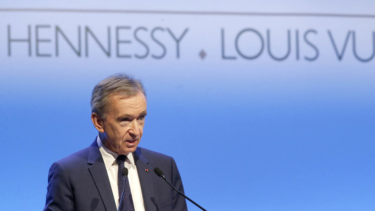 Nejbohatší Evropan aředitel luxusního impéria LVMH Bernard Arnault.