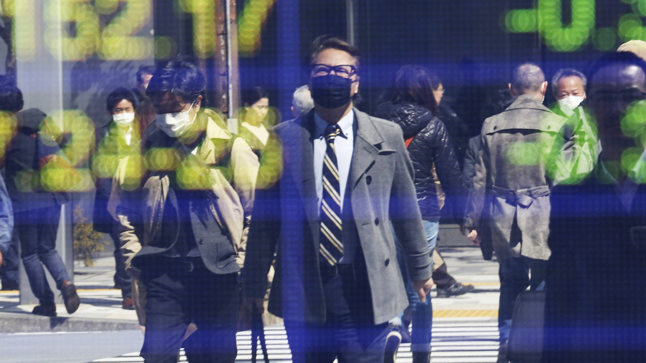 Světovými burzami hýbaly obavy investorů z dopadů koronaviru na světovou ekonomiku i na jednotlivé firmy a také kroky centrálních bank a vlád.