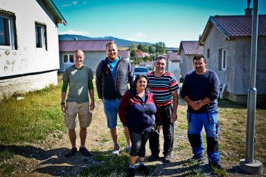 Slovenští Romové dostávají díky projektu DOM.ov šanci na vlastní bydlení, které si sami staví z úspor a mikropůjček.