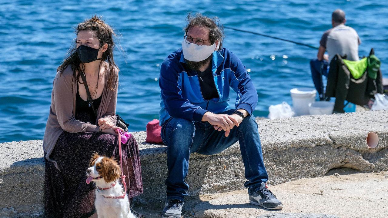 Opatrně. Mnoho letních resortů včetně této pláže vitalském Palermu dychtivě čeká na turisty. Ty ovšem čekají přísná pravidla.