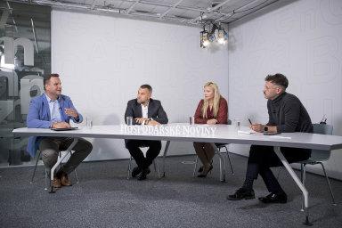 Debaty se zúčastnili (zleva) obchodní ředitel Plzeňského Prazdroje Tomáš Mráz, generální ředitel Eurovie Martin Borovka a zakladatelka Zásilkovny Simona Kijonková. Debatu moderoval Nikita Poljakov.