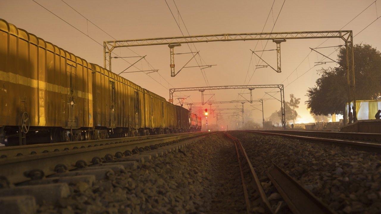 Celkem 41 kontejnerů dorazilo do terminálu Lille Dourges na severu Francie za 19 dní. Zásilka během té doby urazila po železnici 10 tisíc kilometrů.