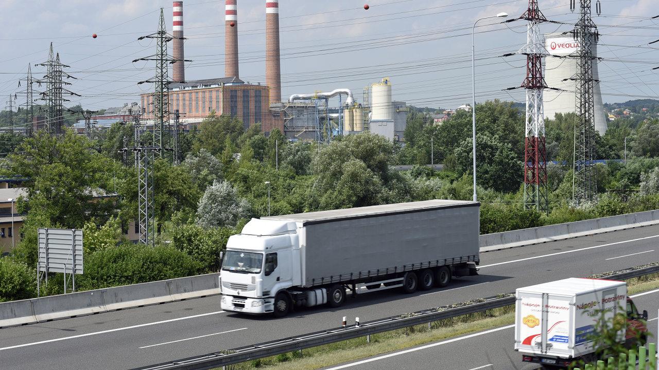 V samotném srpnu zaplatili dopravci za jízdu po zpoplatněných komunikacích na mýtném 914,5 milionu korun, meziročně o 7,41 procenta více (ilustrační snímek).